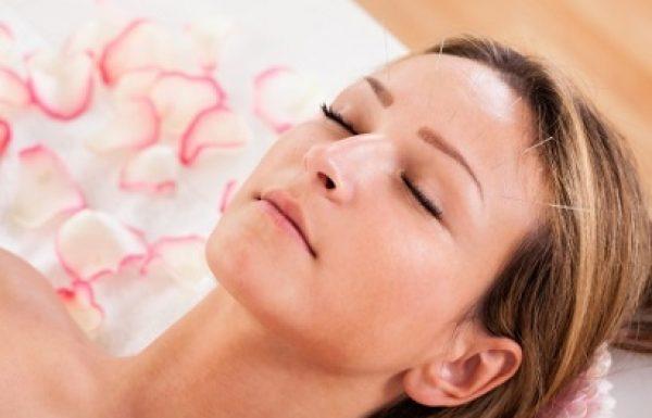 טיפול באמצעות דיקור מחטים בפנים: לעור פנים מושלם ללא ניתוח