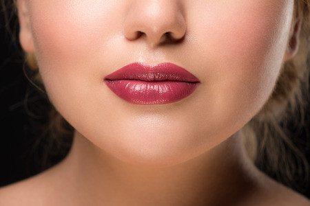 עיבוי שפתיים: המדריך לעיצוב השפתיים שלך