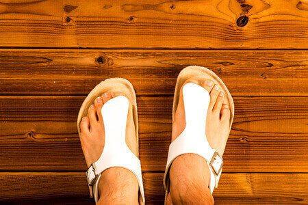 סנדלים נעליים