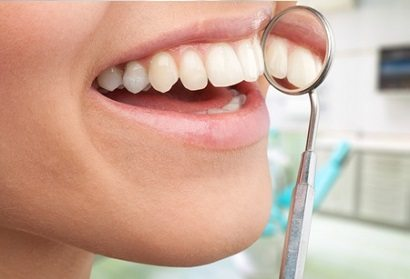 ניתוח חניכיים: מתי נצטרך ניתוח חניכיים ומתי נצטרך לבצע השתלת חניכיים?