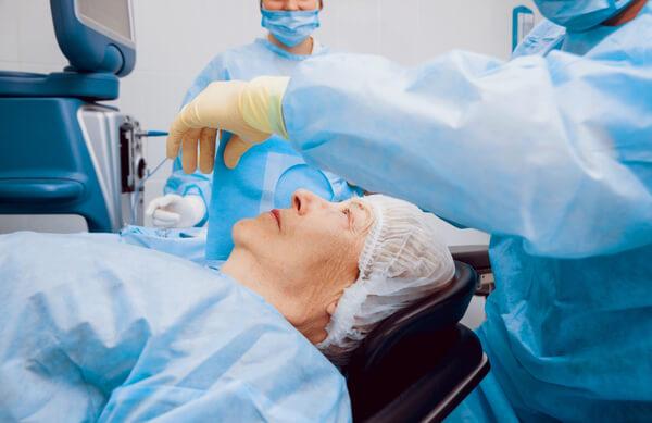 ניתוח קטרקט להסרת משקפיים