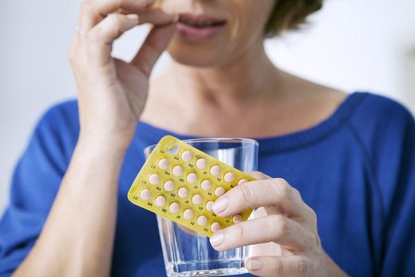 טיפול הורמונלי להקלה בתסמיני גיל המעבר