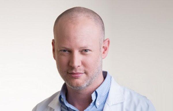 """ד""""ר אמיר עינבל: מומחה לכירורגיה פלסטית"""