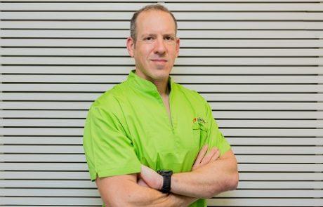 """ד""""ר גדי שניידר: מומחה למחלות חניכיים"""