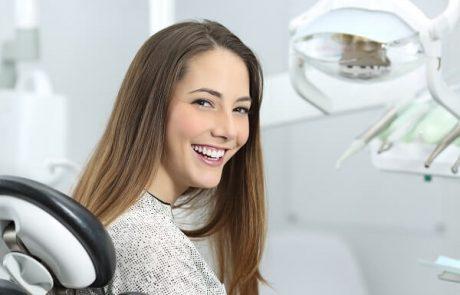 ציפויי חרסינה לשיניים: המדריך המלא בשבילך