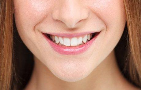 כתרים לשיניים: מתכת או חרסינה? המדריך המלא