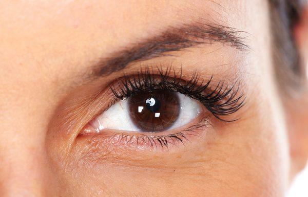 מילוי שקעים מתחת לעיניים בהזרקות: למראה צעיר ורענן